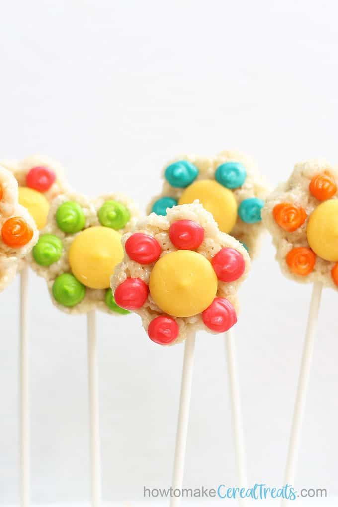 flower rice krispie treats on sticks, front view