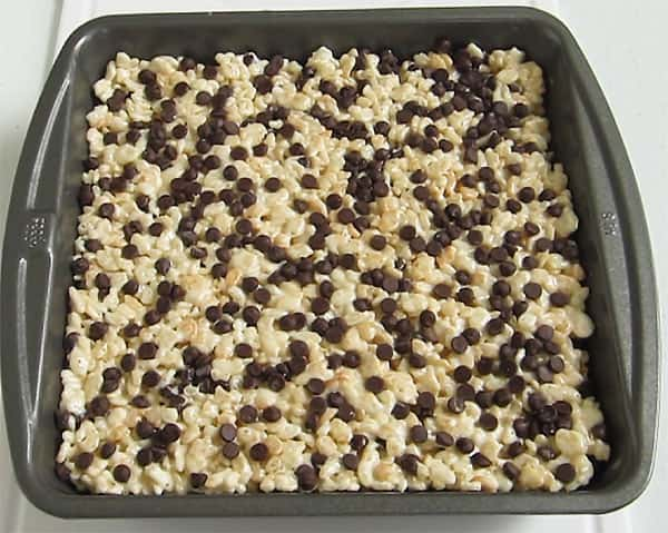 a pan of Rice Krispie treats topped with mini chocolate chips