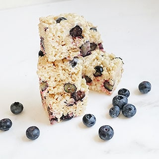 The best BLUEBERRY RICE KRISPIE TREATS recipe, a delicious, no-bake dessert filled with fresh fruit. Perfect summer treat! #blueberries #ricekrispietreats #cerealtreats #nobakedesserts