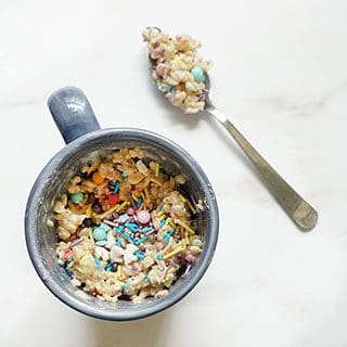 RICE KRISPIE TREAT IN A MUG -- Easy an easy, microwave dessert for one. Single serving of cereal treats with sprinkles when you have a craving. #mugrecipes #ricekrispietreats #nobakedessert #cerealtreats