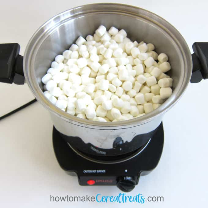 melt marshmallows and butter in a large saucepan set over low heat